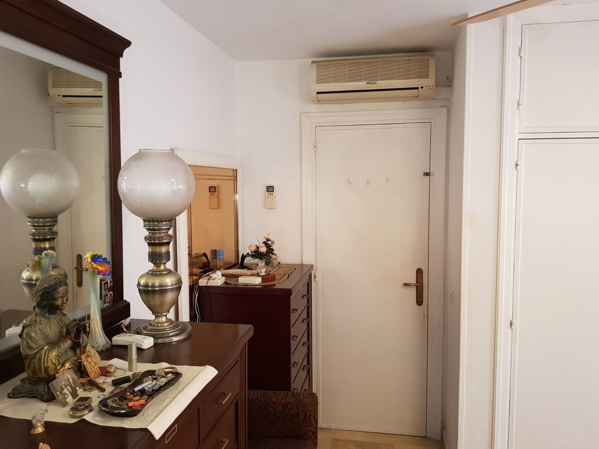 Apartamento Planta Media  en venta en  Marbella, Costa del Sol – R3043220