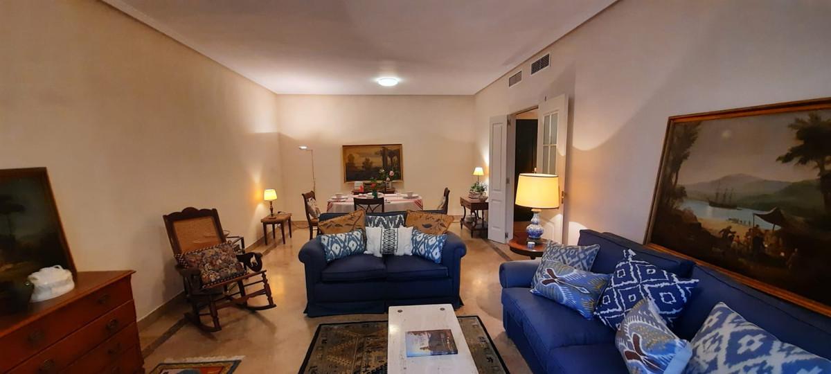 Marbella Banus Apartamento en Venta en Marbella – R3864007
