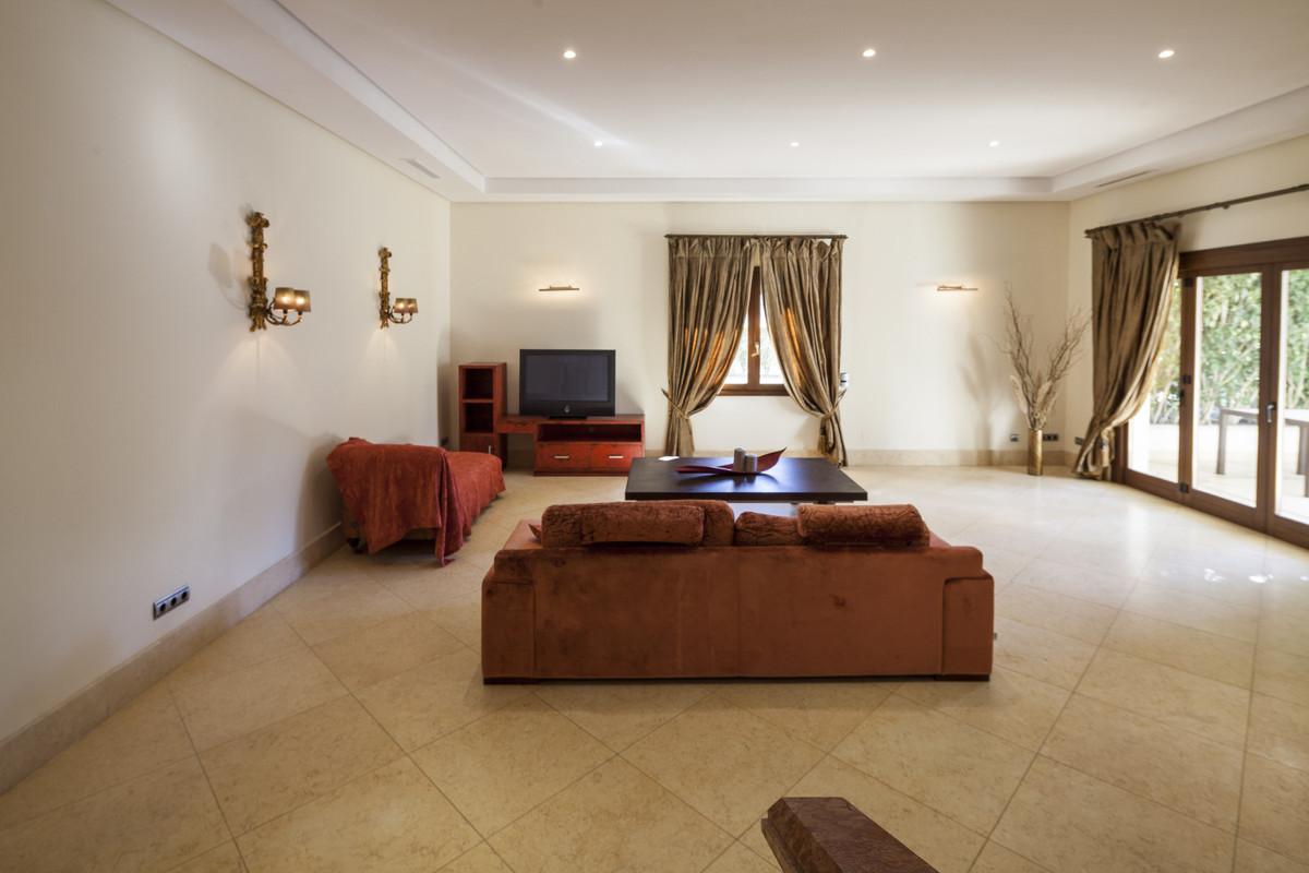 Villa  en Alquiler en Marbella – R3827485
