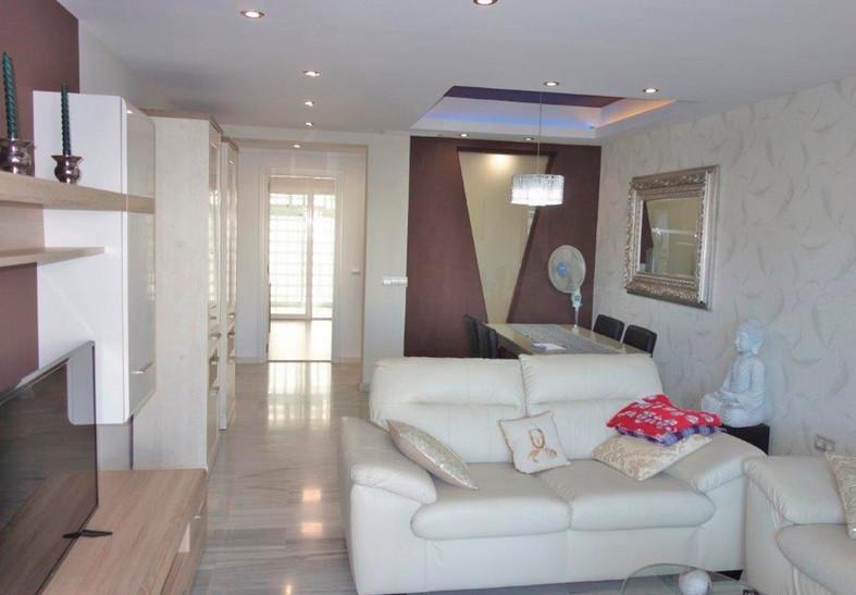 Apartamento Planta Media  en venta en  Puerto Banús, Costa del Sol – R3187780