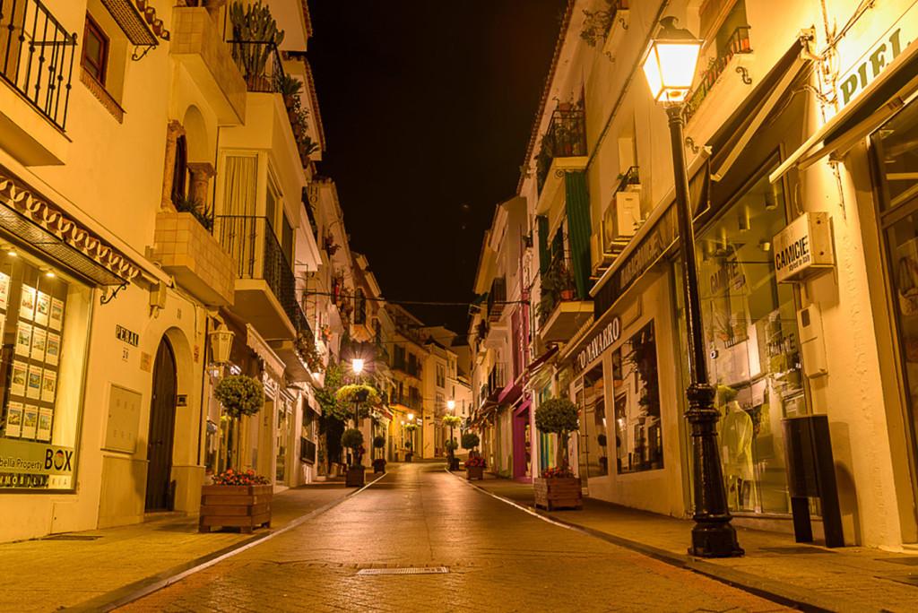 Adosada  en venta en  Marbella, Costa del Sol – R3106466
