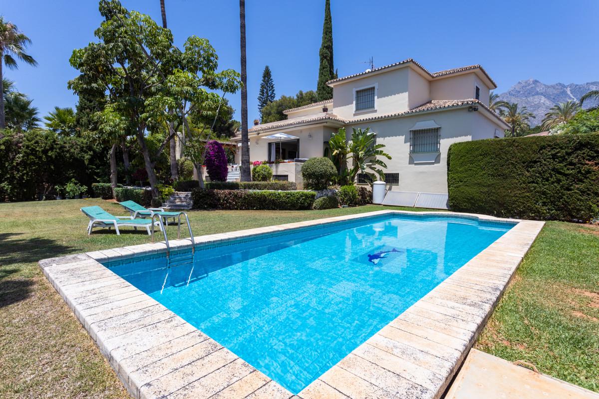 Marbella Banus Villa en Venta en Marbella – R3473851