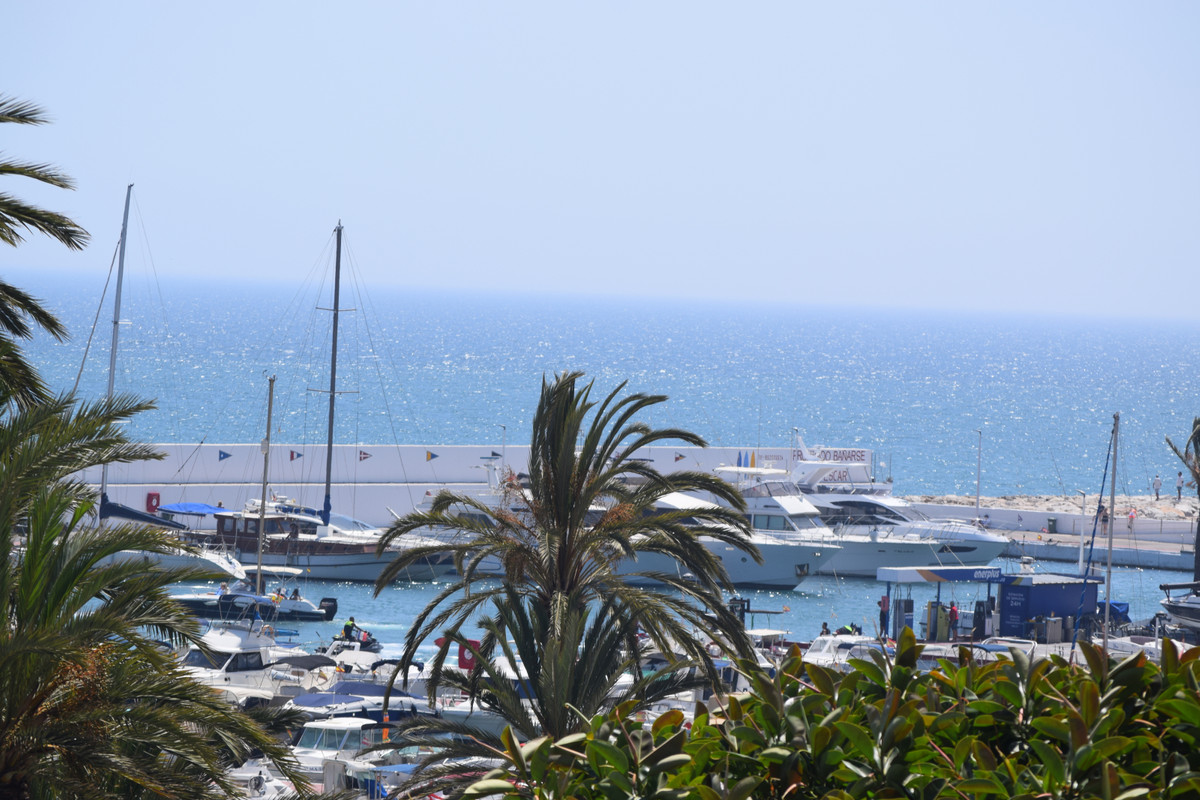 Apartment for Sale in Marbella – R3467092