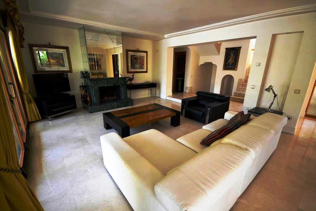 Villa en Venta en Las Chapas – R2681123
