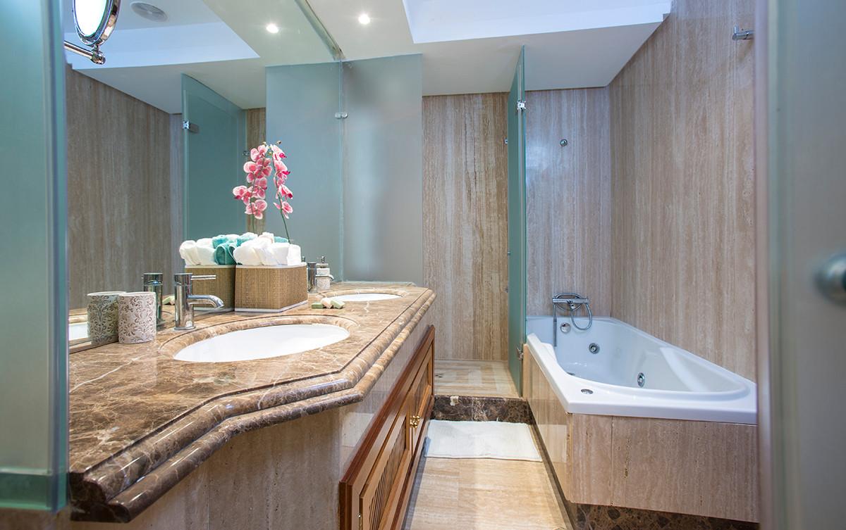 Apartamento Planta Media  en venta en  Estepona, Costa del Sol – R2678960