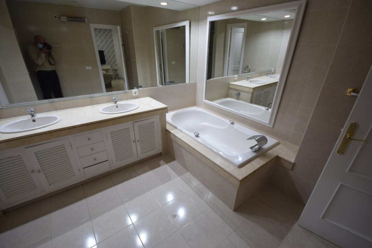 Apartamento  en Alquiler en Marbella – R3811714