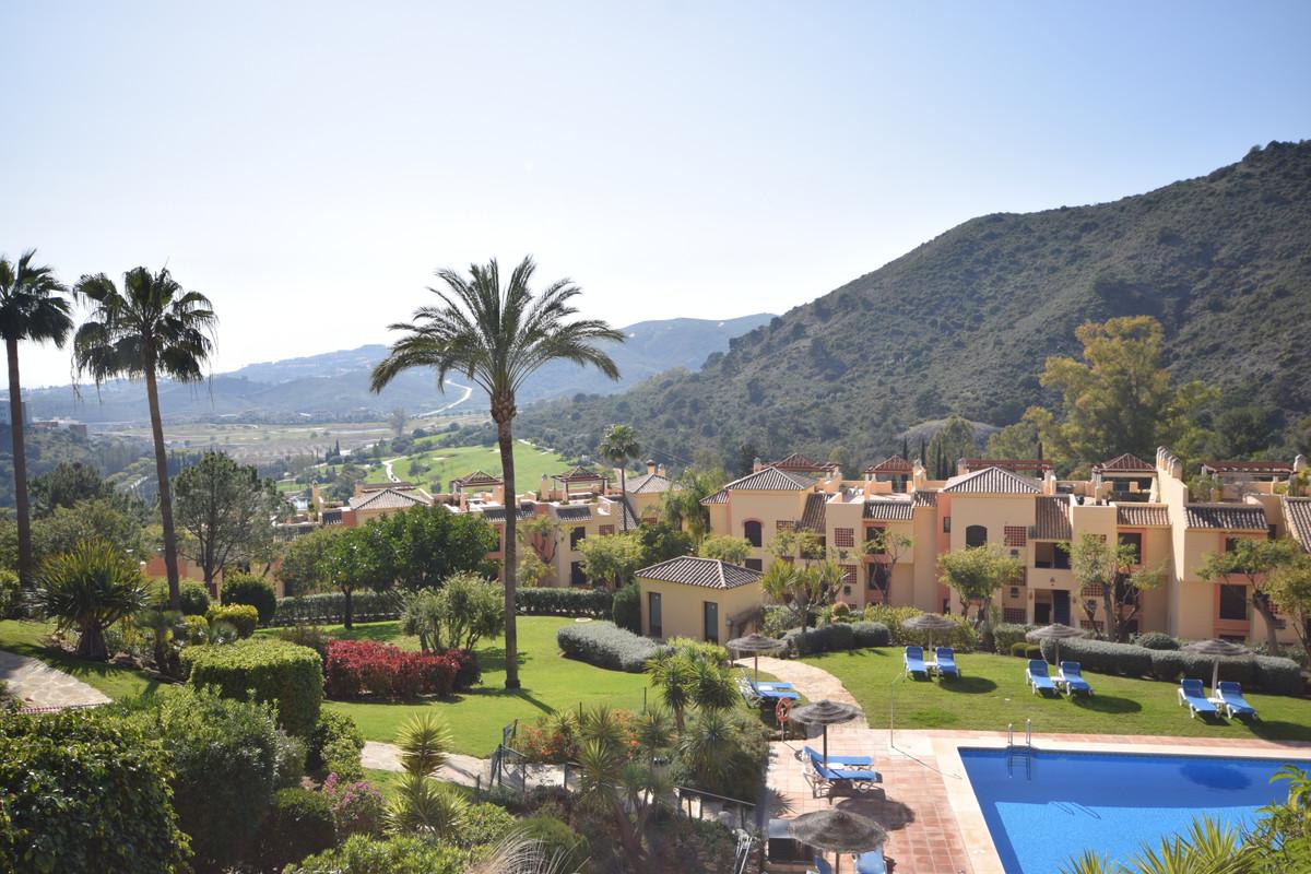 Marbella Banus Medium Floor Apartment for Sale in Los Arqueros – R3613187
