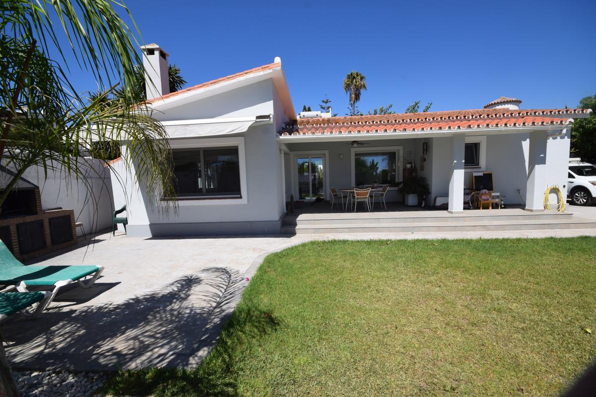 Marbella Banus Villa en Venta en San Pedro de Alcántara – R3920389