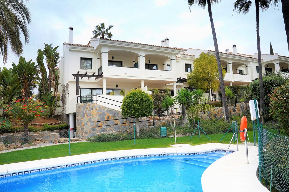 Marbella Banus Adosado en Venta en Atalaya – R3799900