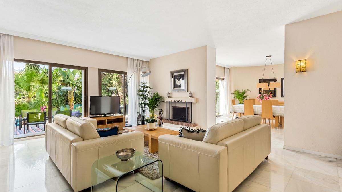 Marbella Banus Villa for Sale in Puerto Banus – R3799435