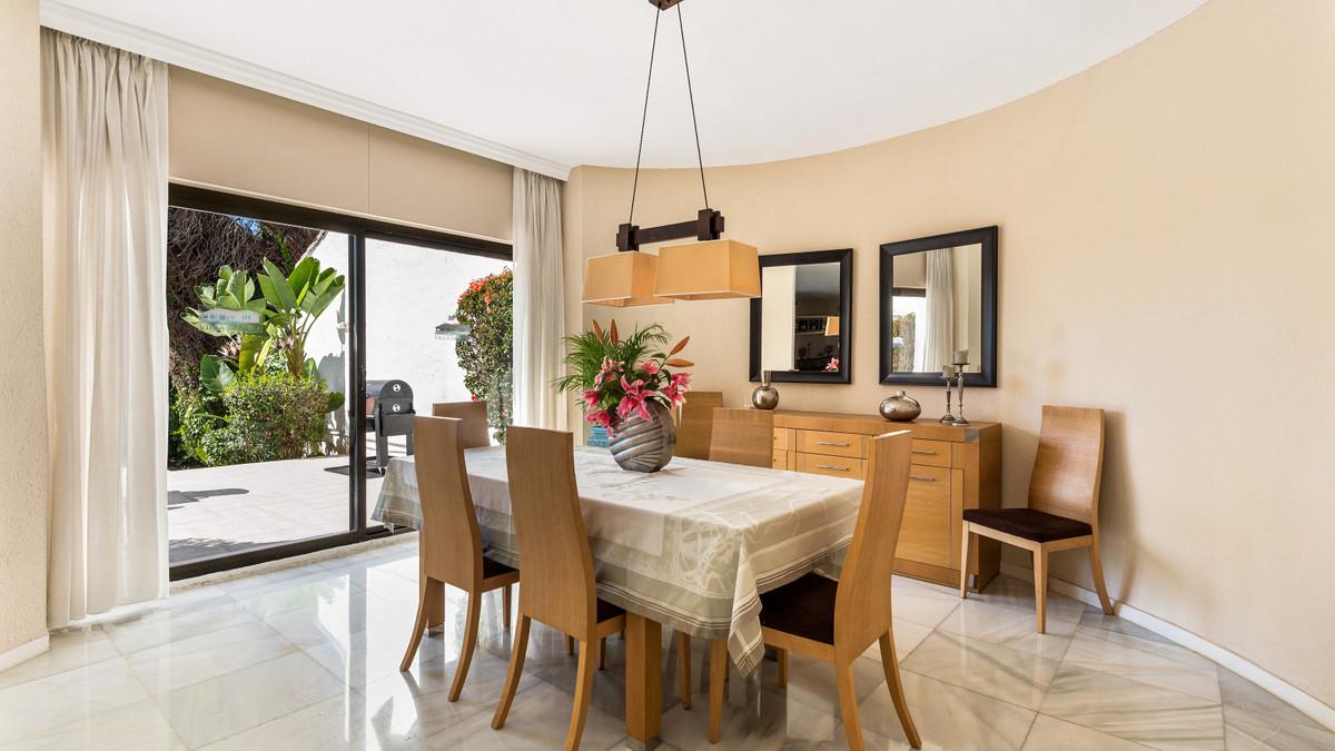 Villa en Venta en Puerto Banús – R3799435