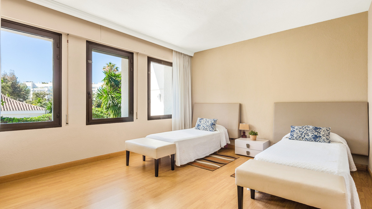 Villa zu verkaufen in Puerto Banus - R3799435