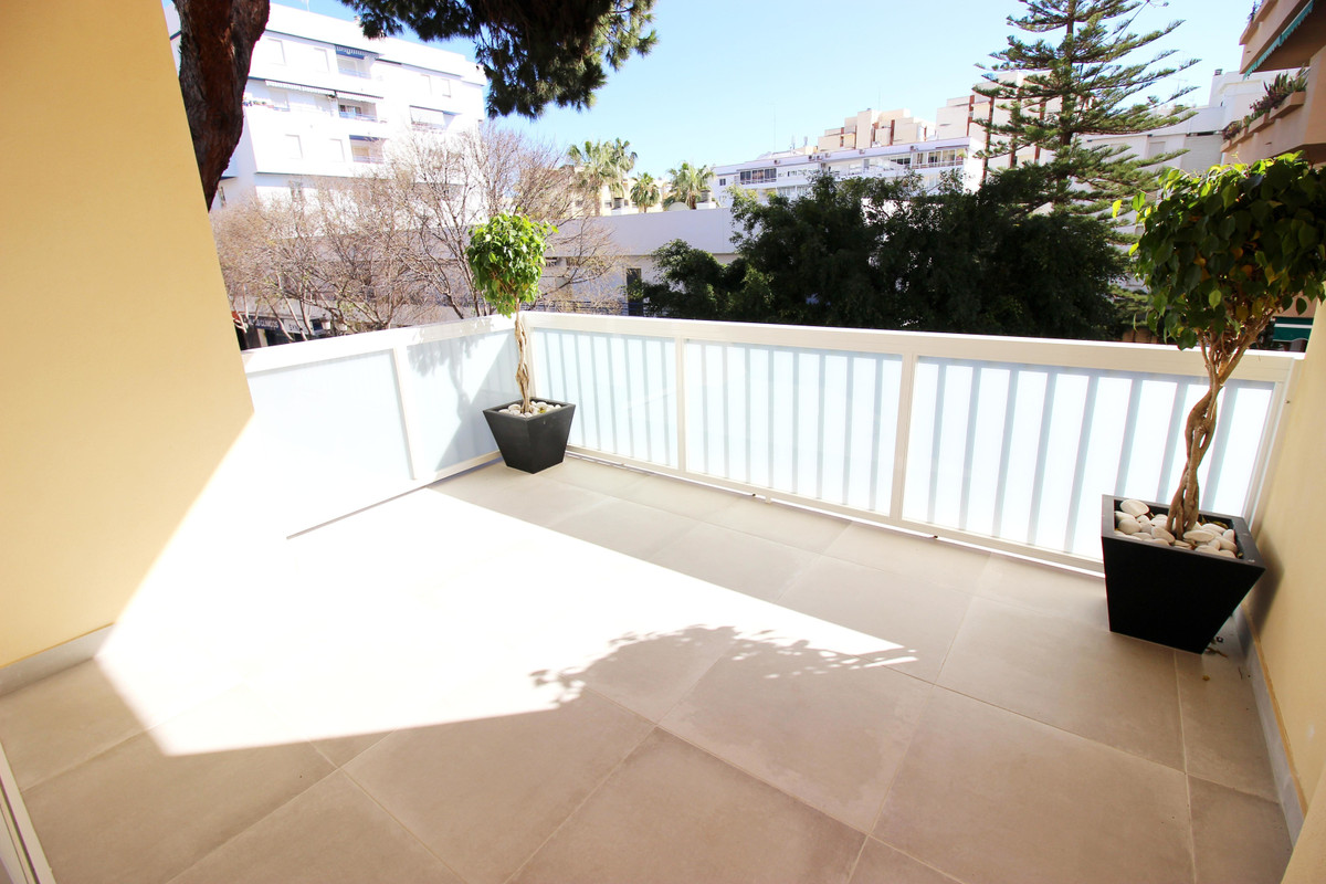 Apartment for Sale in Marbella – R3646859