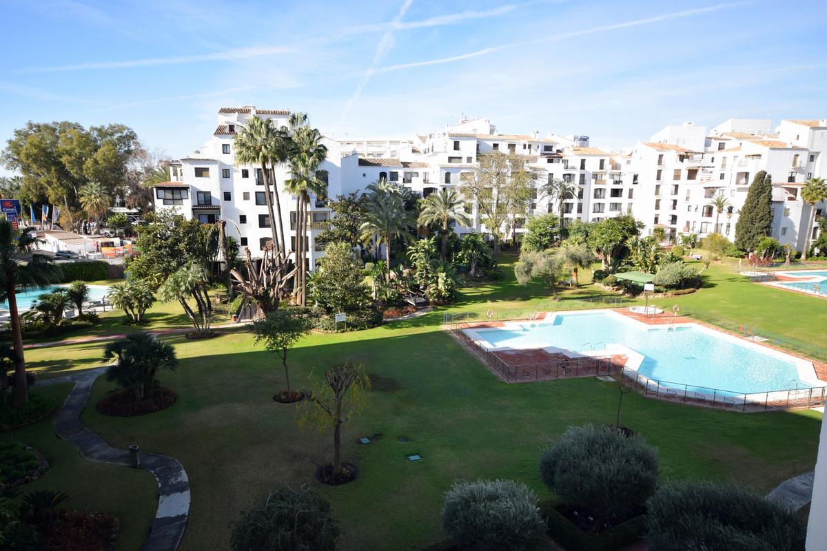 Marbella Banus Apartment zur Miete in Puerto Banús – R3616343