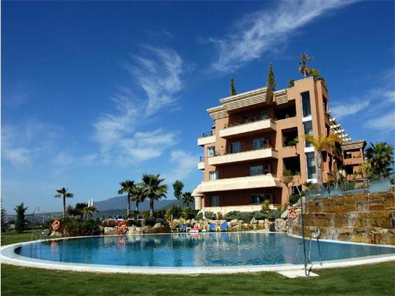 Ground Floor Apartment  for sale in  Nueva Andalucía, Costa del Sol