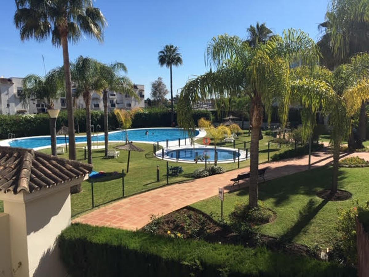 Apartamento  en Alquiler en Nueva Andalucía – R3765535