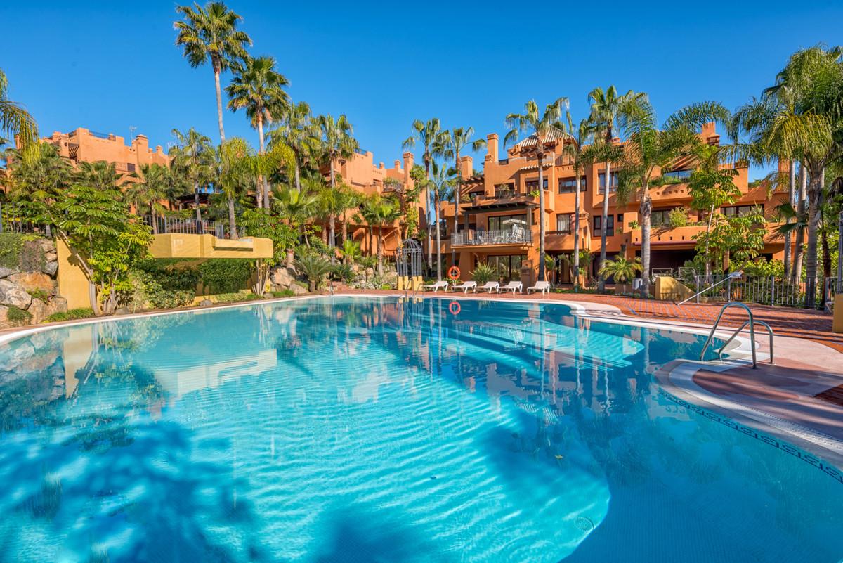 Marbella Banus Apartamento en Venta en Puerto Banús – R3738097