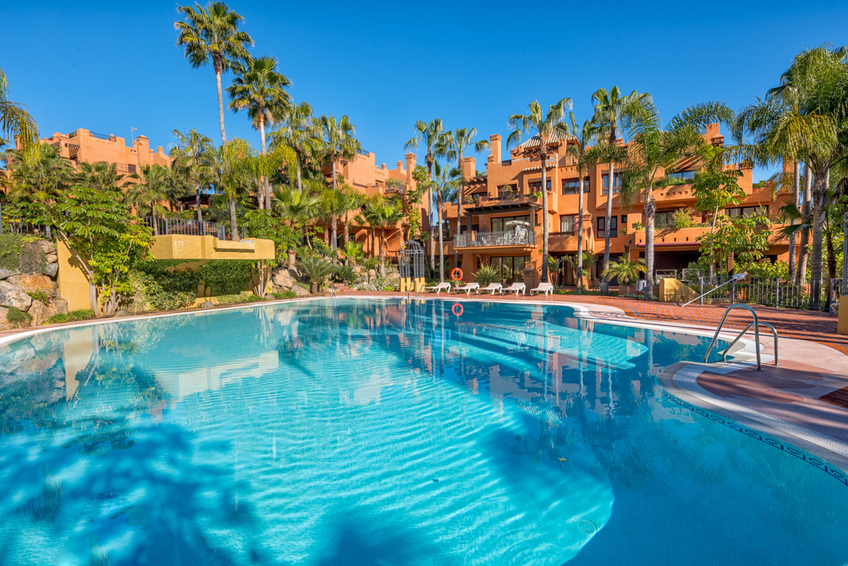 Marbella Banus Apartment for Sale in Puerto Banus - R3738097