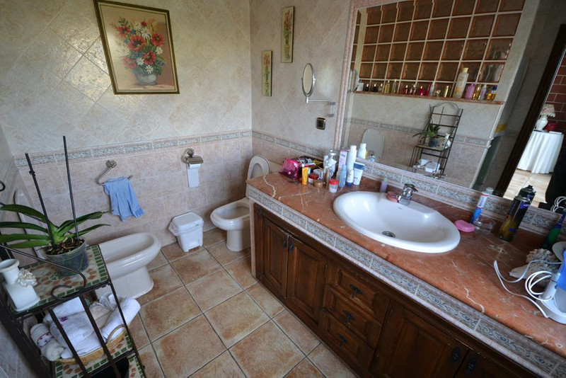 Adosada en venta en Marbella – R2665304