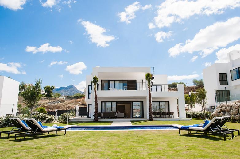 Marbella Banus Villa en Venta en Nueva Andalucía – R2985686