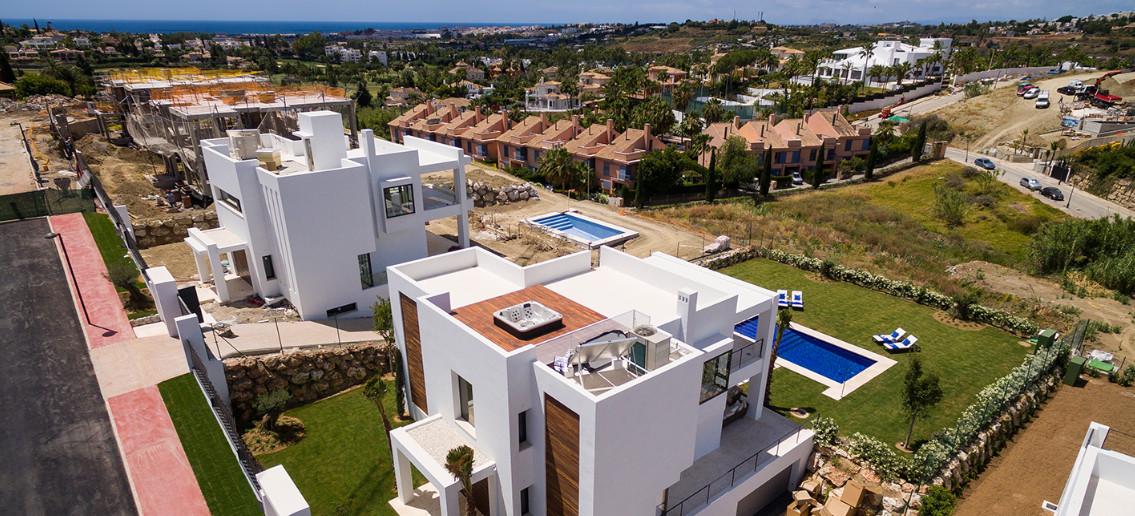 Villa en Venta en Nueva Andalucía – R2985686