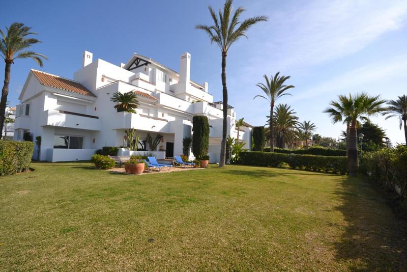 Apartamento Planta Baja en Alquiler, Los Monteros – R2863109