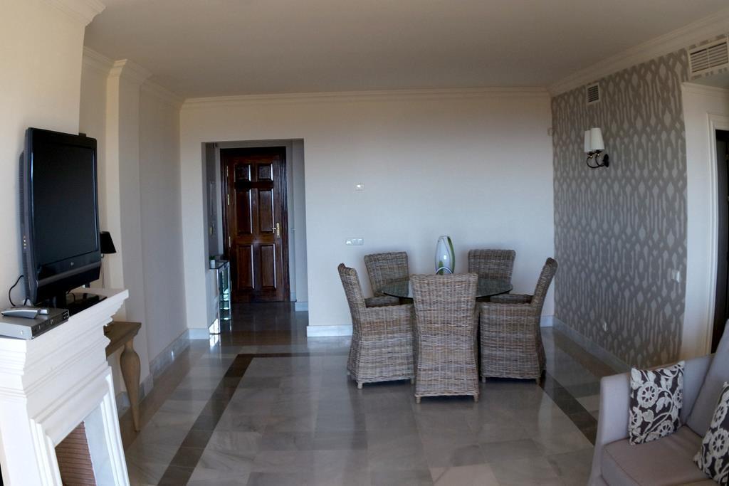 Apartamento Planta Media  en venta en  La Quinta, Costa del Sol – R2551610