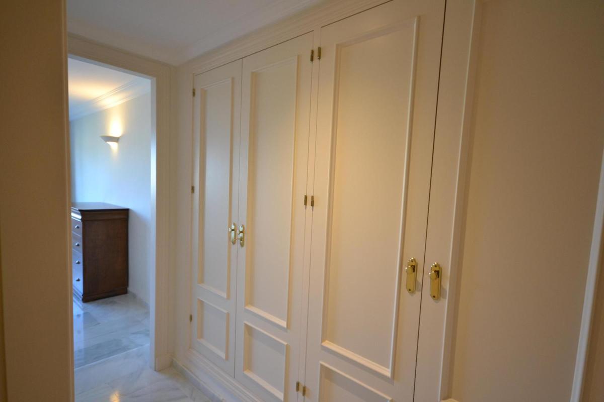 Apartamento Planta Media  en venta en  Nueva Andalucía, Costa del Sol – R2550470