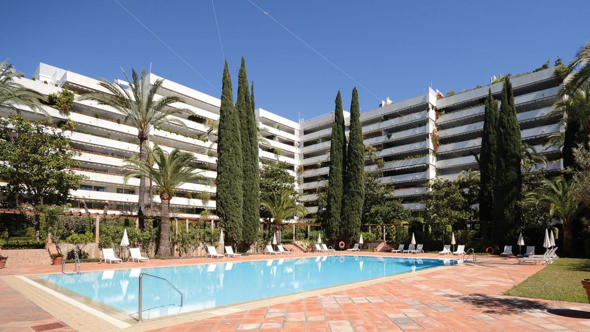 Marbella Banus Apartamento en Venta en Marbella – R3738841