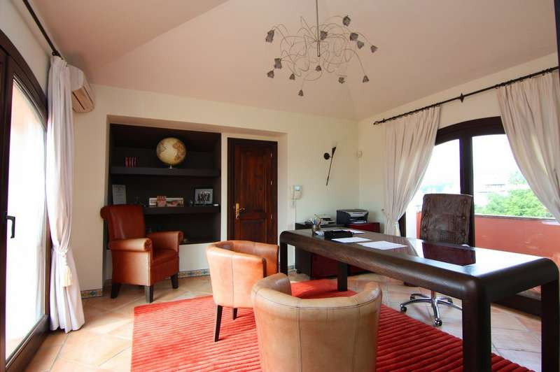 Villa - Chalet  en venta en  Marbella, Costa del Sol – R2078351