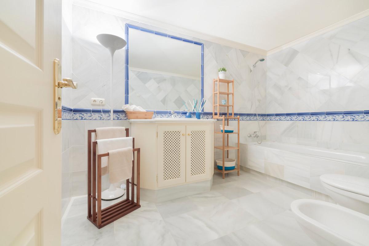 Apartamento Planta Baja  en venta en  Benahavís, Costa del Sol – R2679857