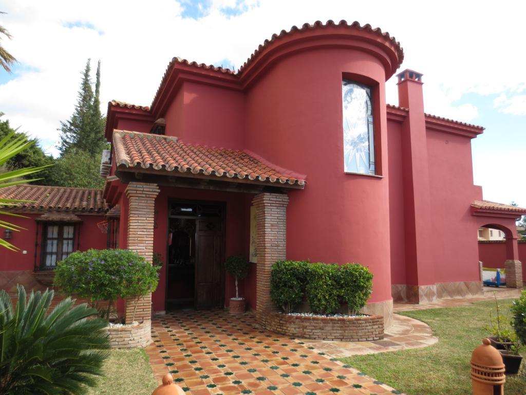 Marbella Banus Villa en Venta en Marbella – R2140529