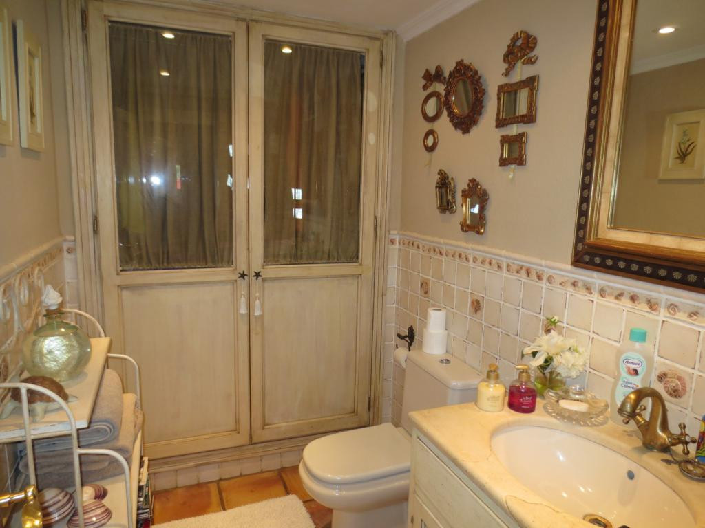 Villa - Chalet  en venta en  Marbella, Costa del Sol – R2140529