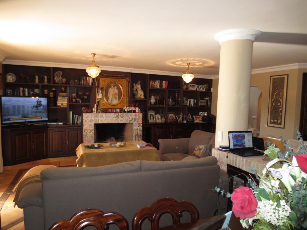Villa en Venta en Marbella – R2140529