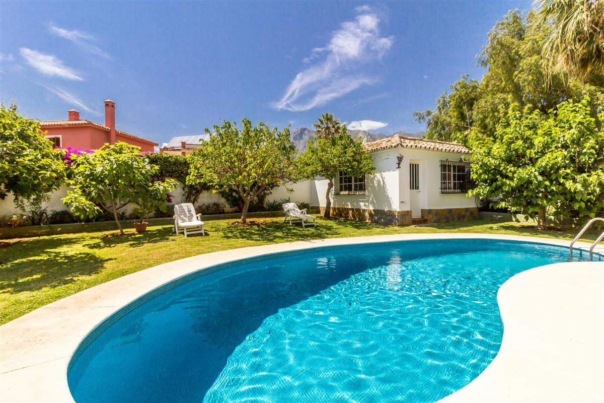 Marbella Banus Villa en Venta en Marbella – R3443971