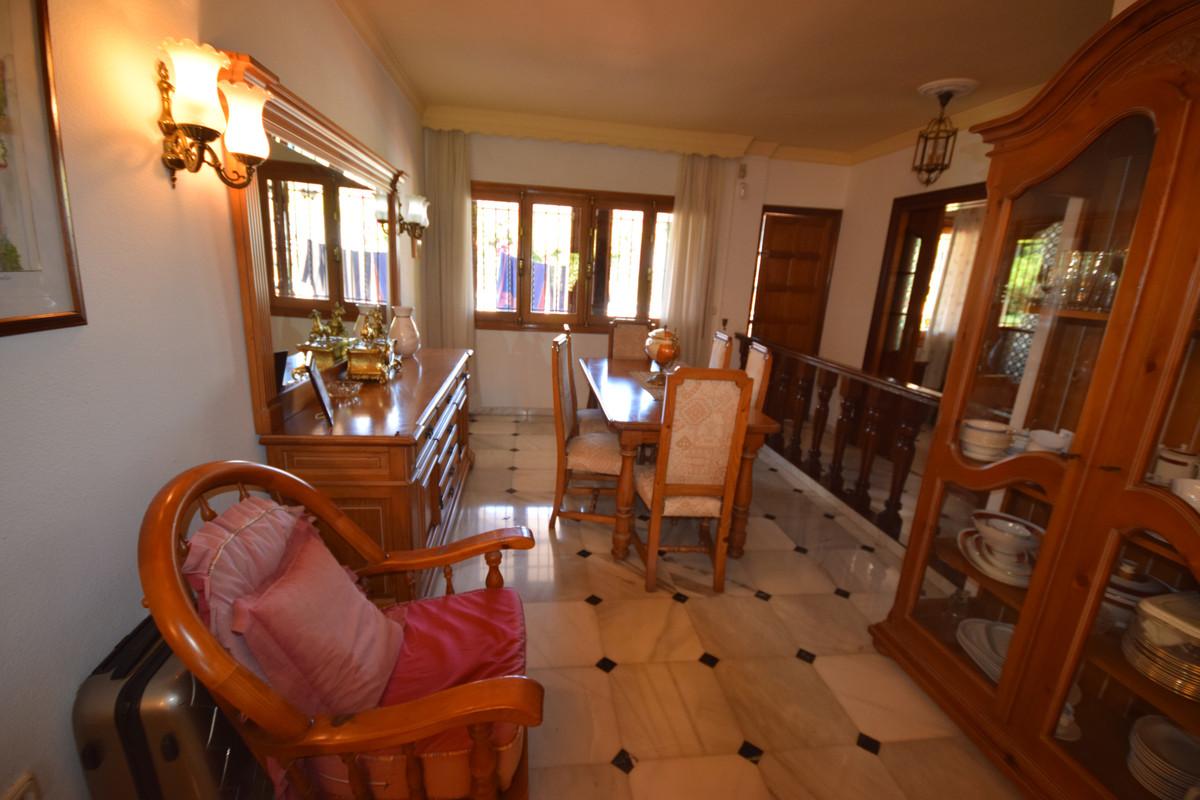 Villa en Venta en Marbella – R3443971
