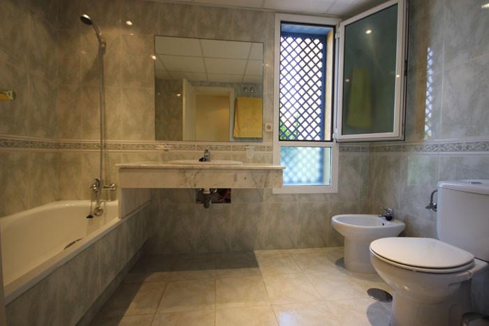 Appartement Rez de Chaussée  en location à  Marbella, Costa del Sol