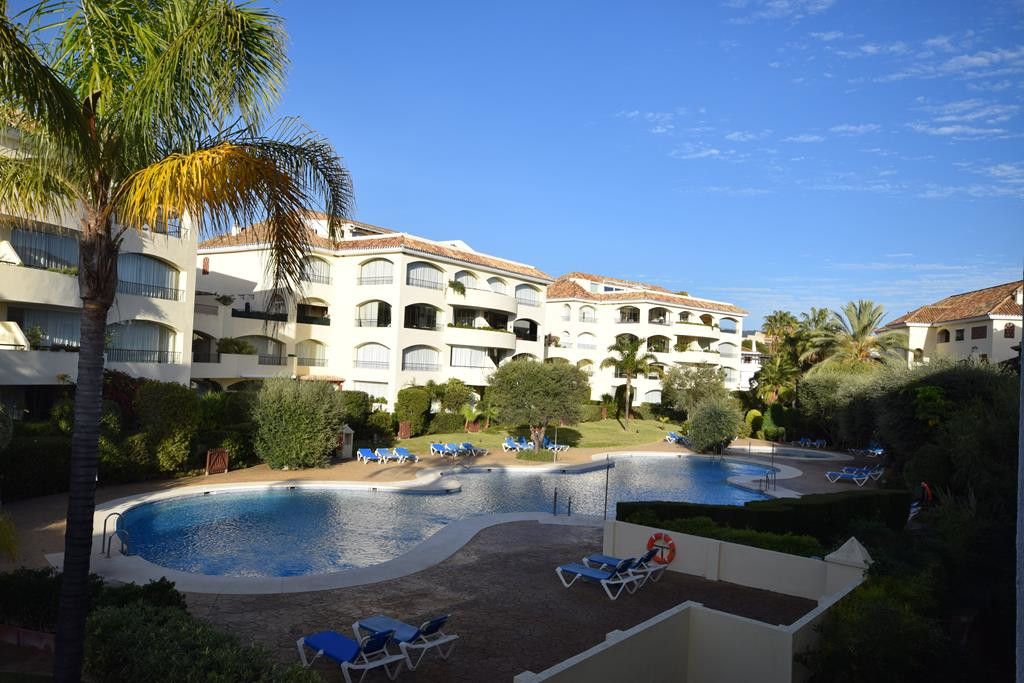 Spacious apartment with 4 bedrooms, 3 bathrooms and a toilet. Located inside a residential complex C, Spain