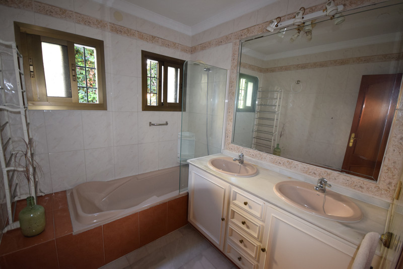 Villa – Chalet en venta en Marbella – R3300115