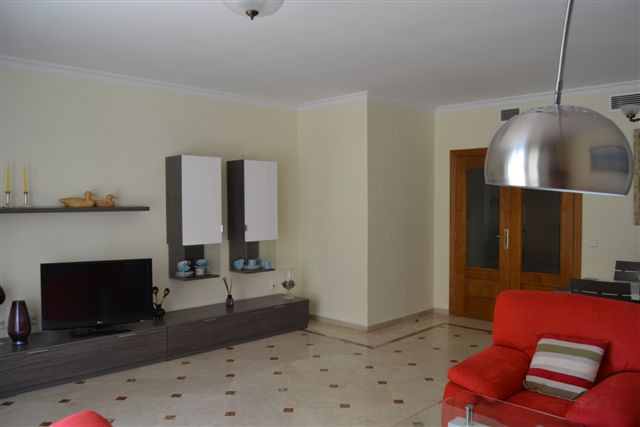 Apartamento Planta Media  en alquiler en  Marbella, Costa del Sol – R763609