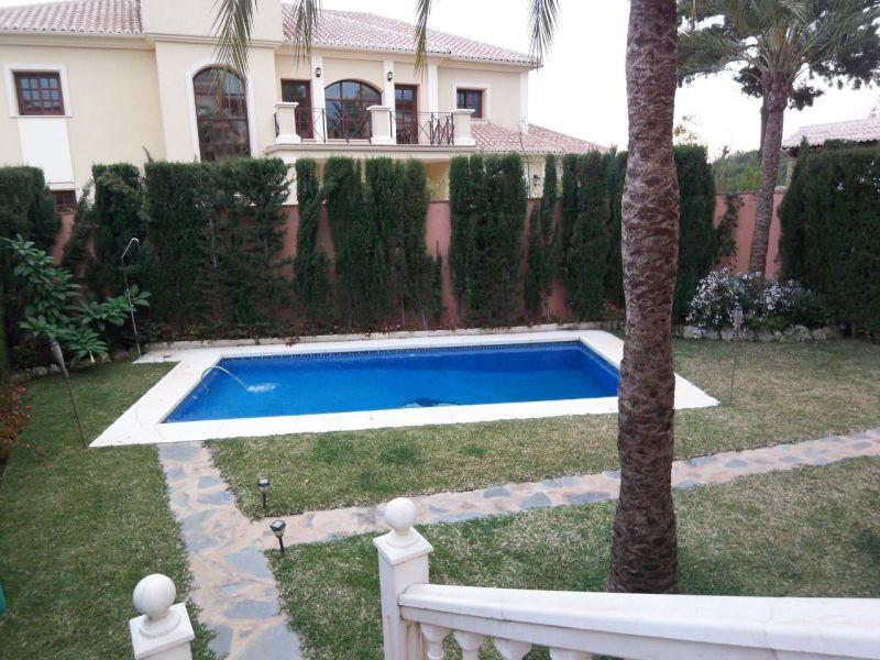 Villa – Chalet en Alquiler, Marbella – R719063