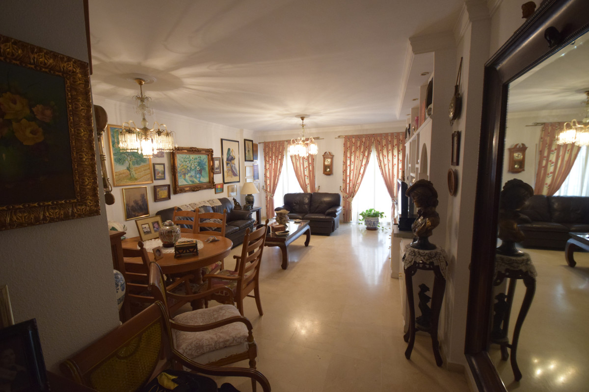 Middle Floor Apartment  for sale in  Marbella, Costa del Sol