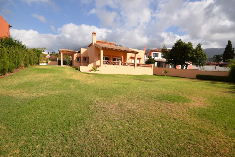 Marbella Banus Villa – Chalet for sale in Marbella – R3484288