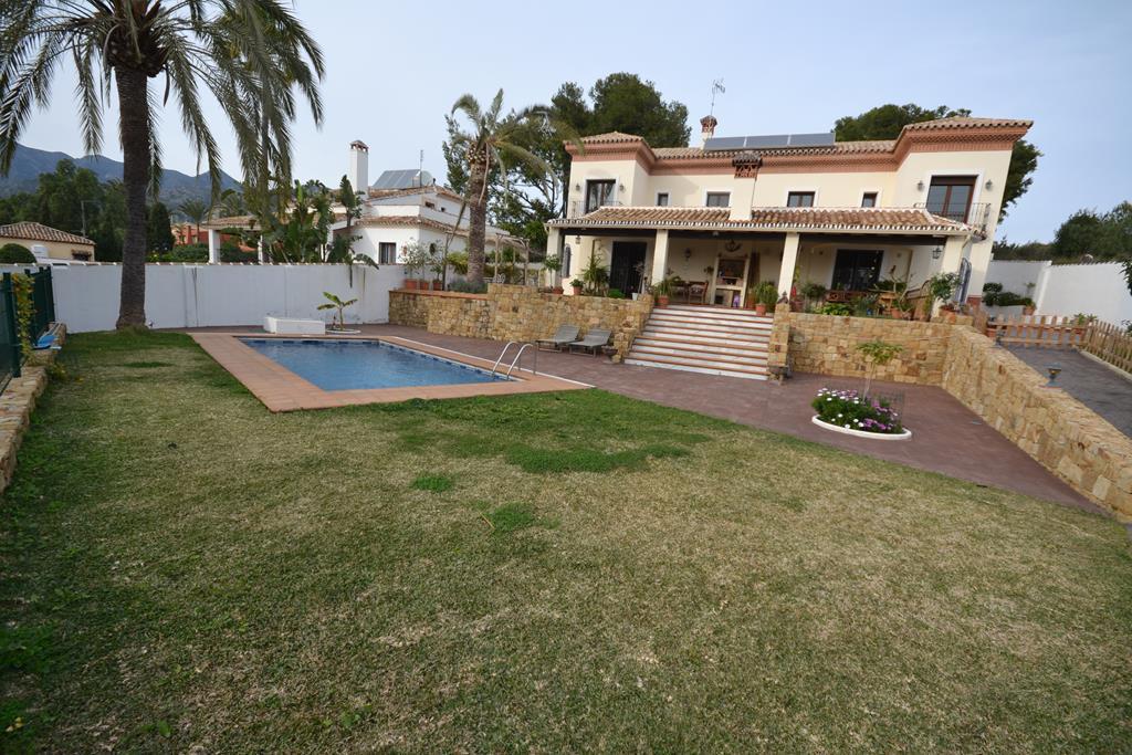 Marbella Banus Villa en Venta en Marbella – R2865947