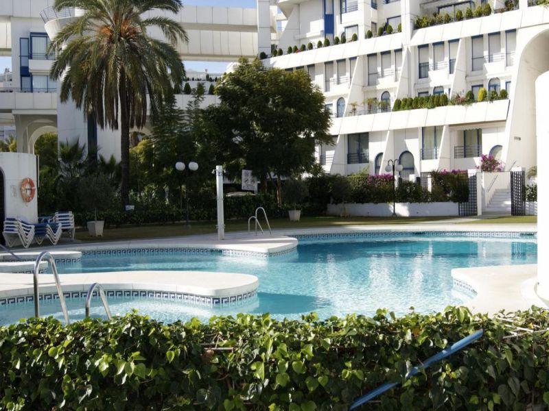 Marbella Banus Apartamento Planta Media en Alquiler, Marbella – R721697