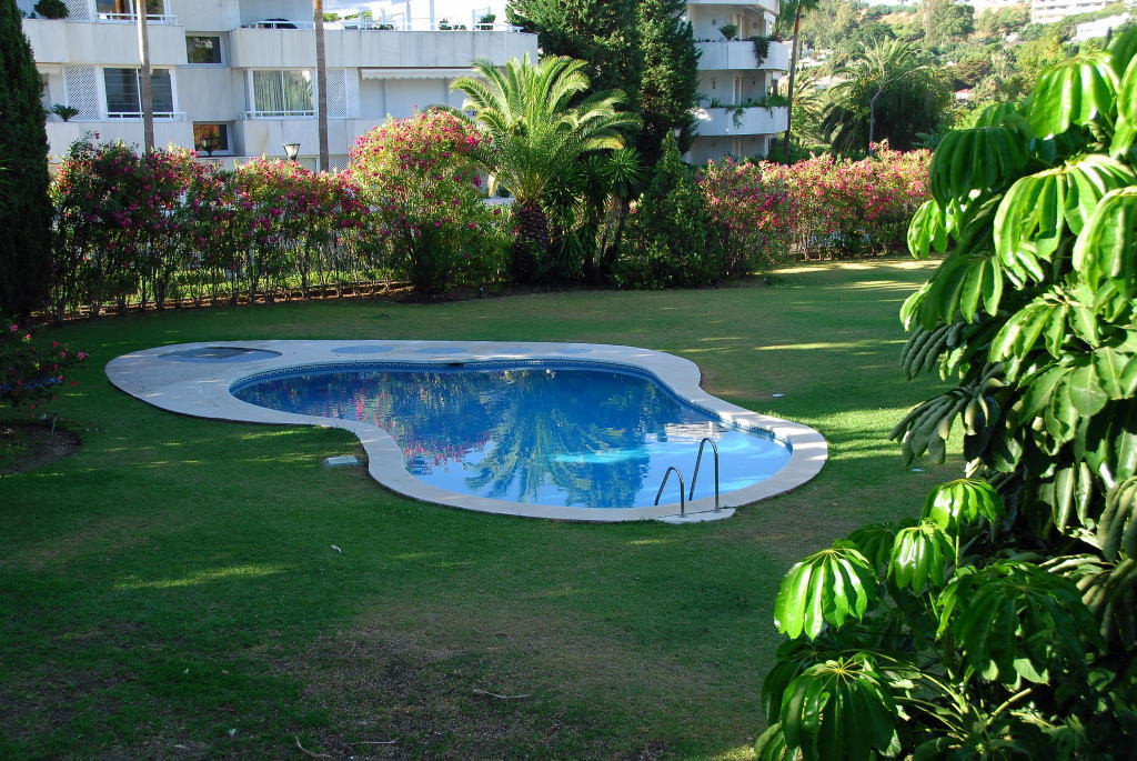 Townhouse  for rent in  Nueva Andalucía, Costa del Sol