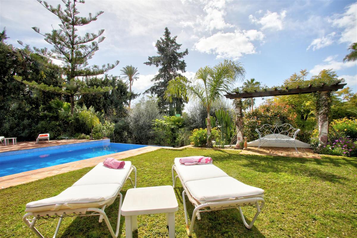 Villa - Chalet  en venta en  The Golden Mile, Costa del Sol – R3166174