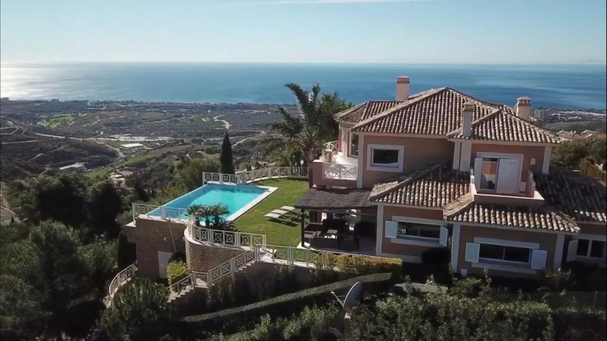 Marbella Banus Villa en Venta en Altos de los Monteros – R3107795