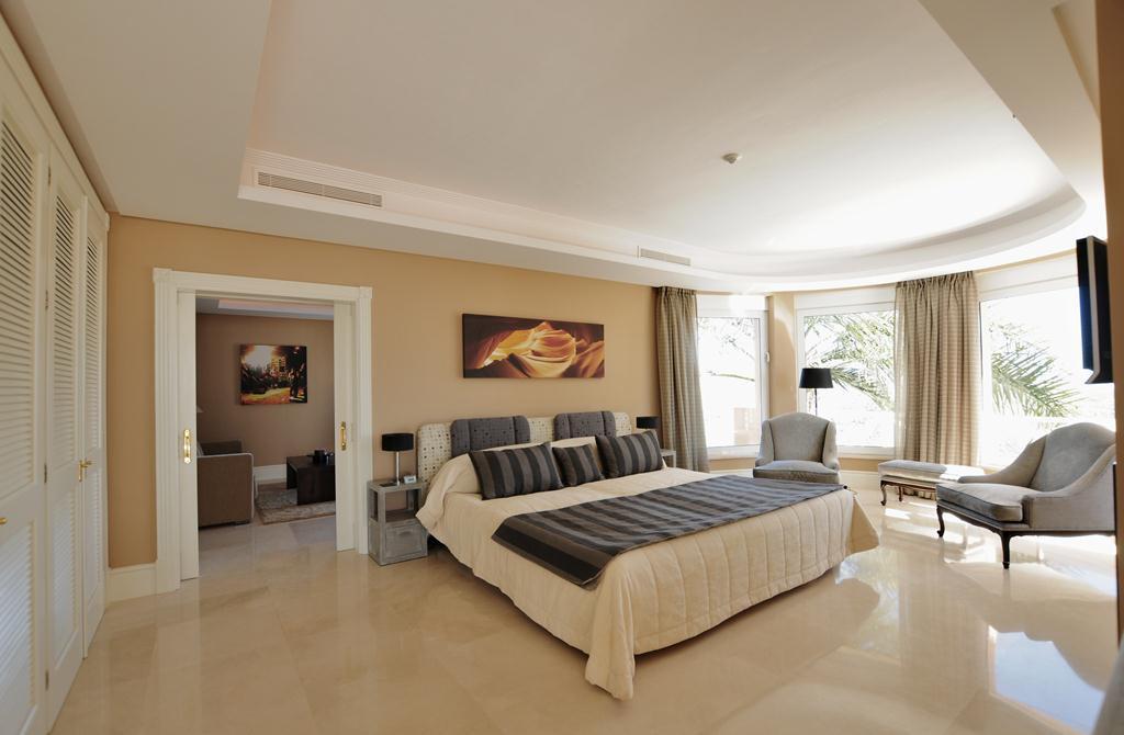 Villa for Sale in Altos de los Monteros – R3107795
