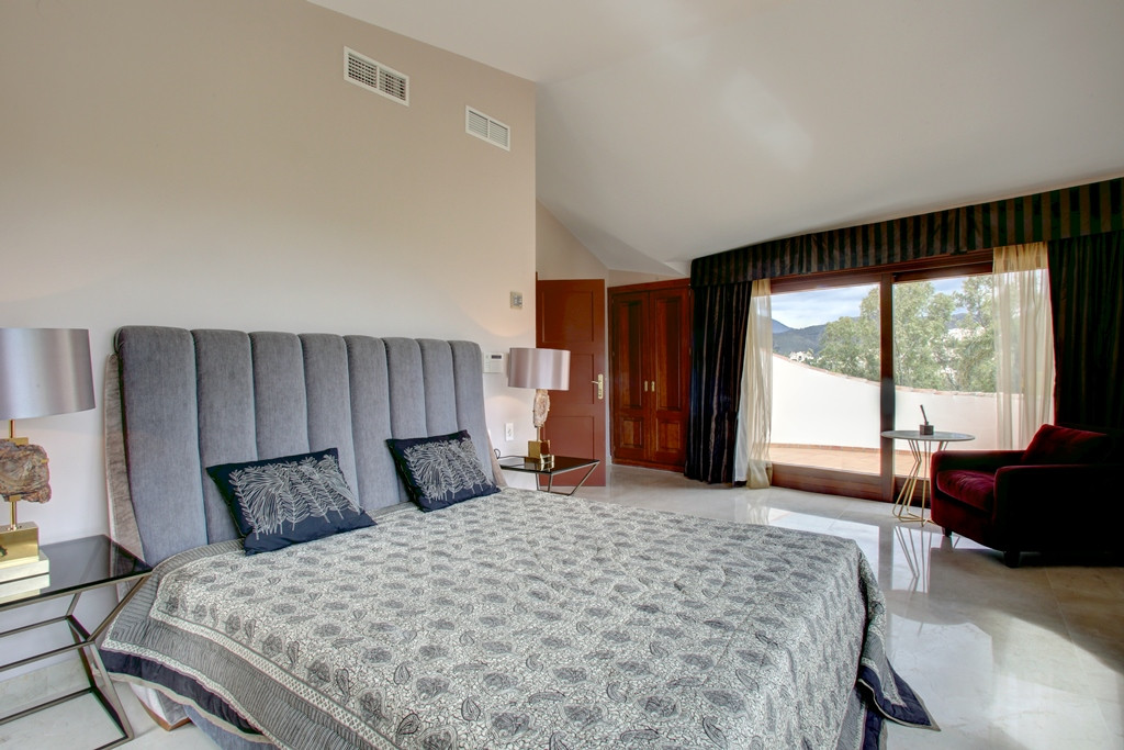 Villa - Chalet  en venta en  La Quinta, Costa del Sol – R3167203